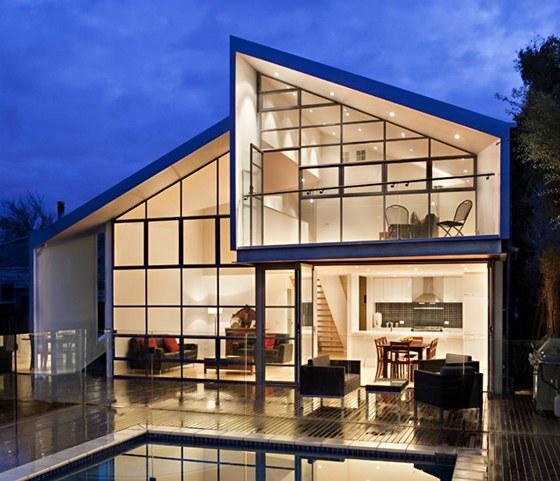Veškeré kovové obložení střechy a fasády v nově přistaveném traktu pochází od