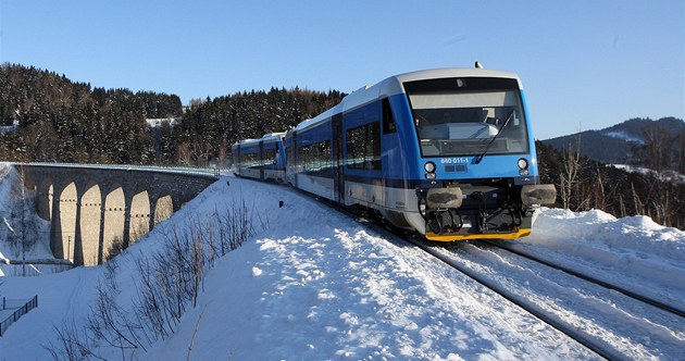 Jeden znových vlaků Regio-Shuttle RS 1 Stadler, které objednal Liberecký kraj.