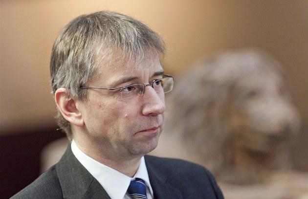 Ministr práce a sociálních v�cí Jaromír Drábek z TOP 09 se na tiskové