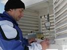 Antonín Vojvodík u meteorologické měřící stanice v Kvildě na Šumavě