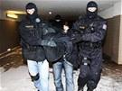 Policist� se zadr�en�m V�clavem Hlinovsk�m.