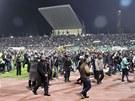 Bitka na fotbalovém stadionu v egyptském městě Port Saíd se zvrhla v masakr (1. února 2012).