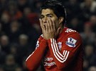 Liverpoolsk� �to�n�k Luis Su�rez se vr�til na h�i�t� po osmiz�pasov�m trestu.