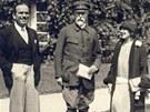Prezident Masaryk přijal v roce 1926 v Lánech americké filmové hvězdy Mary
