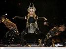 Madonna při vystoupení o přestávce Super Bowlu.