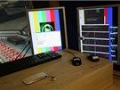 Na pravém monitoru sledujete trajektorii míčku (několik výměn). Jelikož by