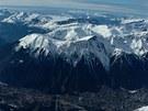 Chamonix, městečko pod Mont Blancem, nabízí výlet lanovkou na skalní jehlu