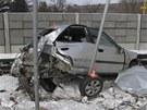 Zdemolovaný vůz, který na přejezdu v Postřelmově vjel před vlak.
