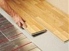Samoregula�n� podlahov� topn� kabely je mo�n� instalovat pod v�echny typy