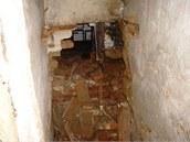 Aby se zloděj dostal do obytných místností, proboural se z neuzamčeného skladu