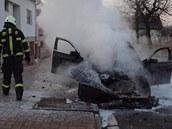 Automobil značky BMW shořel ve středu ráno v hradecké ulici Zahrádkářská.