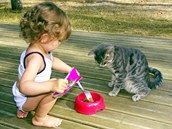 Pokud dítě od malička učíte, jak se má ke zvířatům chovat, nemívají navzájem