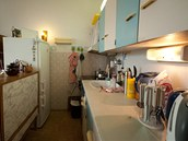 Kuchyně byla ještě po původní majitelce bytu.