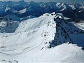 Tři tisíce tři sta třicet metrů vysoký Pic Blanc, čnějící nad všechny okolní