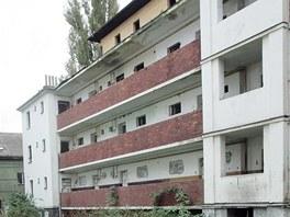�in�ovn� domy v Mati�n� ulici jsou dnes vn�man� jako opu�t�n�, vybydlen�