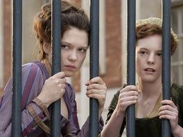 Herečka Léa Seydouxová (vlevo) ve filmu Sbohem, královno!