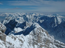 Z obrovské panoramatické terasy na bezmála třítisícové Zugspitze přehlédnete