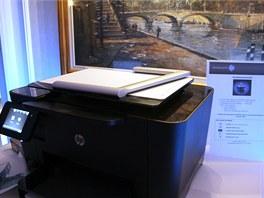 HP tiskárna se skenerem předmětů v zavřeném stavu