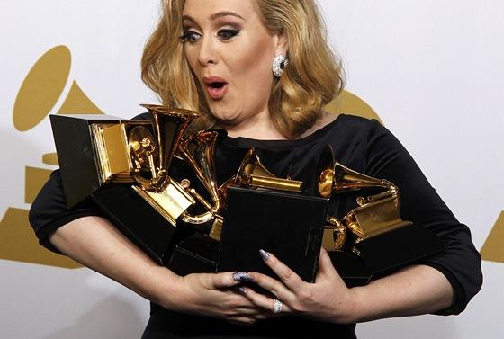 Grammy 2012 -  Adele se sv�mi �esti cenami (Los Angeles, 12. �nora 2012)