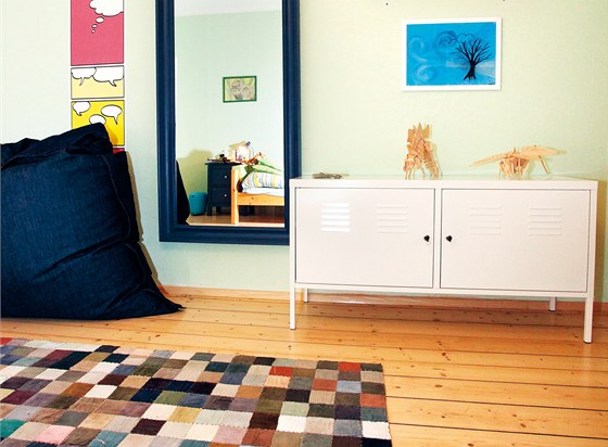 Nejstarší syn potřebuje k tanci prostor a zrcadlo, místnost rozveseluje barevný