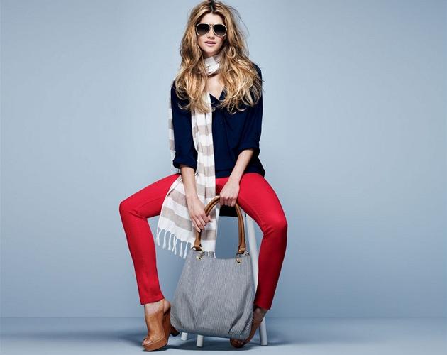 Jarní kolekce luxusních značek i těch cenově dostupných hýří barvami, které