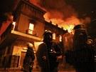 Výtržníci zapálili v řecké metropoli desítky budov (13. února 2012)