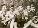 Jako řada dětí z dělnických rodin opuštěli stoupenci Edelweiss Piraten školu ve