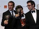 Britské ceny BAFTA - vítězný tým filmu Umělec: herec Jean Dujardin (zleva),...