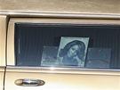 Pohřební vůz s tělem Whitney Houston zdobila její fotografie a citát z její...