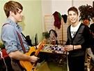 Kapela L.A. při natáčení videoklipu Jsi - (zleva) kytarista Filip Horák, zpěvák