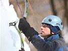 Horolezci musí mít sílu v rukou, aby se na cepínech udrželi.