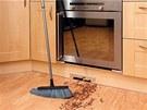 Zajímavým doplňkem pro úklid v kuchyni je podlahová štěrbina Vacpan umístěná v