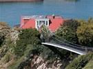 Lord a lady Longovi dům koupili v roce 2001 jako rekreační objekt. Tehdy za něj