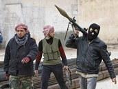 Syrští povstalci u města Idlib (9. února 2012)