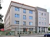 V loňském roce zrekonstruovaná budova C v areálu Ústavu organické chemie a