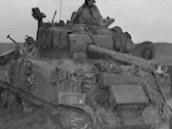 Sherman VC Firefly stypickým 17 pdr kanonem dokázal vyřadit i těžké německé