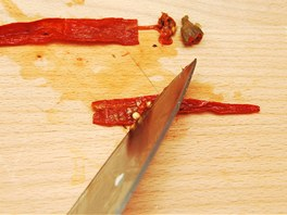 Z papriček odstraňte jádra.