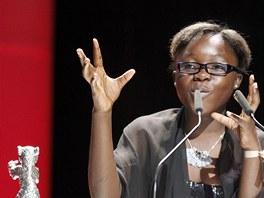 Kon�sk� here�ka Rachel Mwanzaov� takto gestikulovala pot�, co dostala od herce...