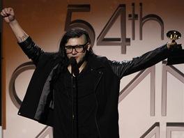 Grammy 2012 - Skrillex s jednou ze t�� cen (Los Angeles, 12. �nora 2012)