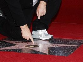 Matt Groening u své hvězdy na hollywoodském chodníku slávy