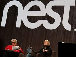 Tony Fadell (vpravo) otec iPodu a také autor prvního termostatu, který se naučí