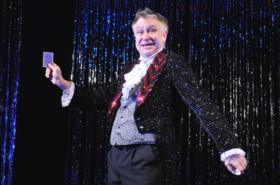 Antonín Procházka, autor a představitel hlavní role v nové komedii plzeňského divadla J. K. Tyla Kouzlo 4D.