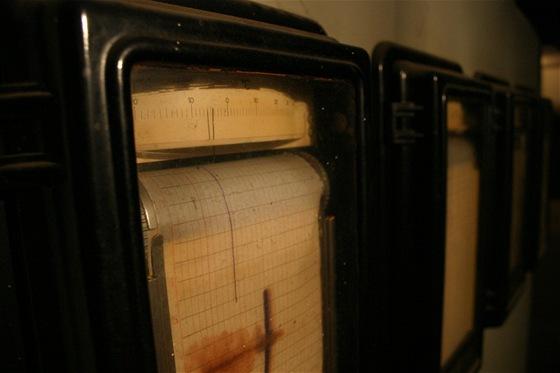 Ještě v roce 2005 byly v měřích přístrojích stále založeny papíry na nichž šlo