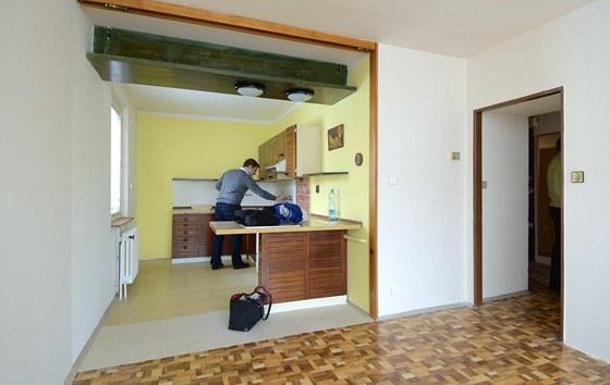 Kontrole se nevyhnul ani kchyňský kout, jeho velkou předností je okno, bohužel