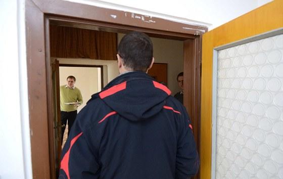 Už dnes jsou zárubně majiteli na výšku těsné, nová podlaha a obložková zárubeň