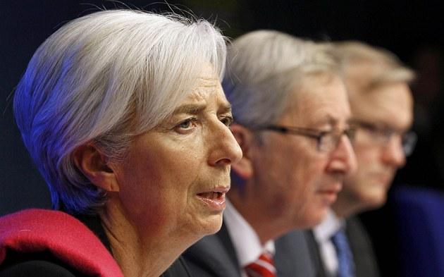 Na snímku zleva: �éfka MMF Lagardeová, �éf Euroskupiny Juncker a komisa� pro