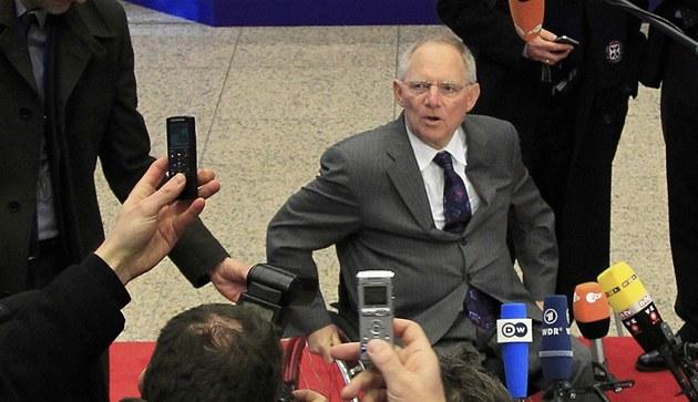 N�mecký  ministr financí Wolfgang Schäuble p�ijí�dí na jednání  eurozóny v