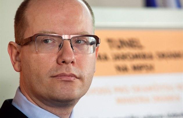 Bohuslav Sobotka na tiskové konferenci �SSD k tendr�m MPSV, schodku d�chodového
