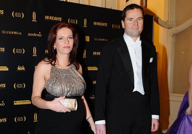 Nora Fridrichová a Robert Záruba na Plesu v Ope�e (25.2. 2012)