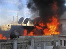 Po��r ve �tvrti B�b� Amr v syrsk�m m�st� Homs (22. �nora 2012)